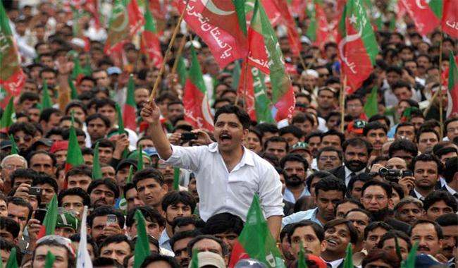 Thousands of PTI workers march in Raiwind