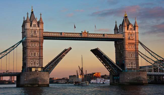 London´s Tower Bridge closes until New Year