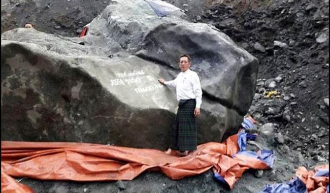 Myanmar giant jade stone ´too big to move´