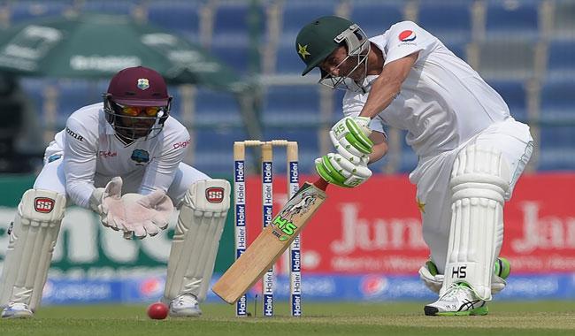 Younis, Misbah take Pakistan to 205-3 at tea