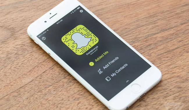 Saudi groom divorces wife 2 hours after marriage--for using Snapchat