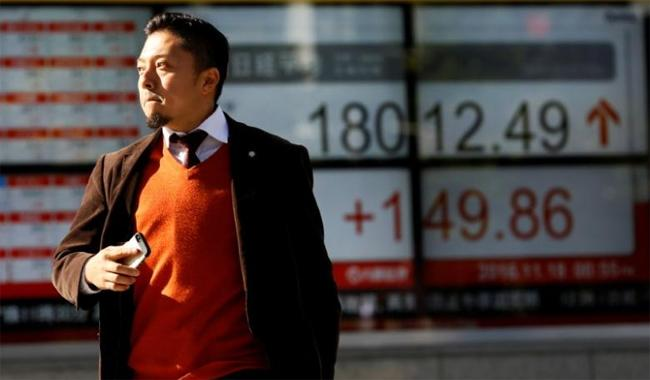Asia stocks edge up on U.S. growth data cues; dollar steady