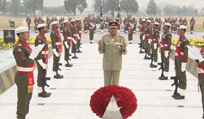 Gen. Bajwa receives guard of honour on arrival at GHQ