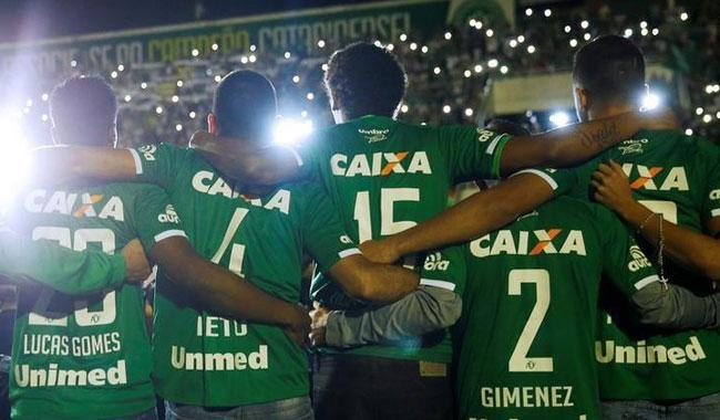 Colombia and Brazil soccer teams join in tribute after plane crash