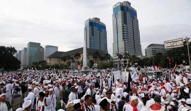 Thousands of Muslims gather for protest against Jakarta governor