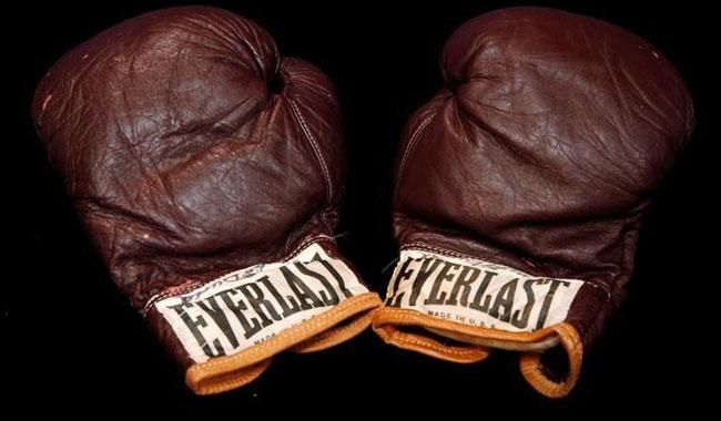 Ali's boxing gloves, Fidel Castro cigars highlight sports auction