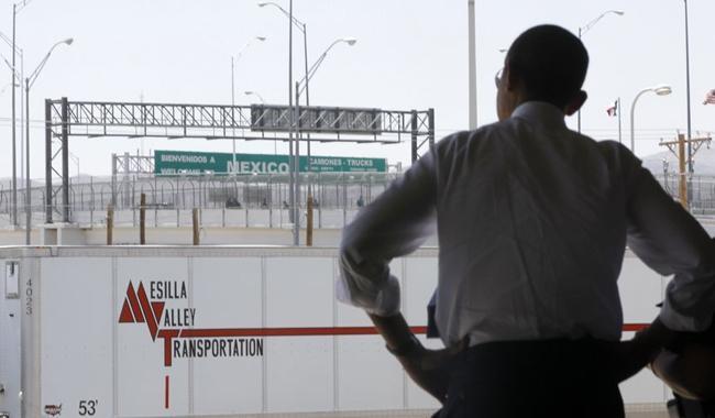 US govt halts new citizenship approvals