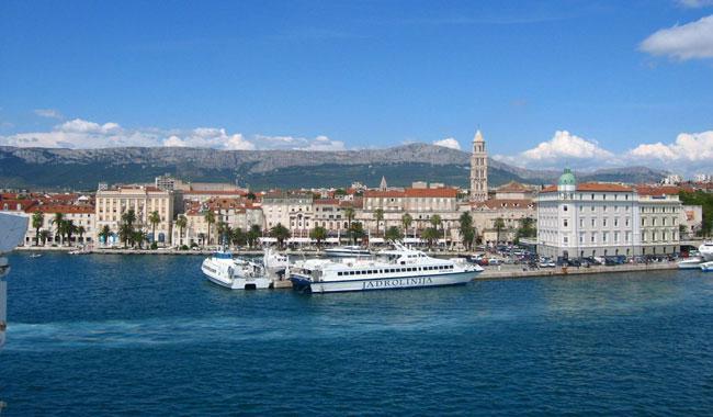 Quake shakes Croatia coast causing panic
