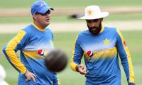Pakistan fielding mishaps frustrate coach Arthur