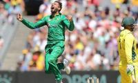 Pakistan restrict Australia to 220