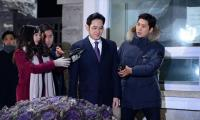 Samsung chief staves off arrest, but prosecutor keeps chasing