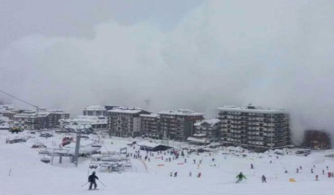 25 feared dead as avalanche turns Italian hotel into ´coffin´