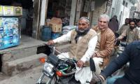 Qureshi stuns all with bizarre bike ride on the streets of Multan