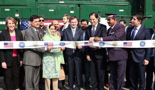 US Ambassador Hale commemorates arrival of GE locomotives