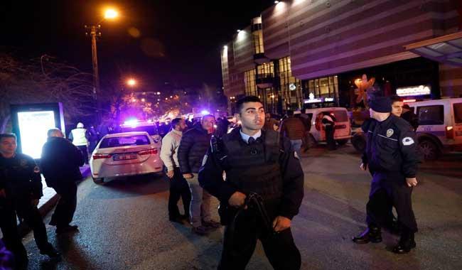 Turkey car bomb kills child, wounds 17