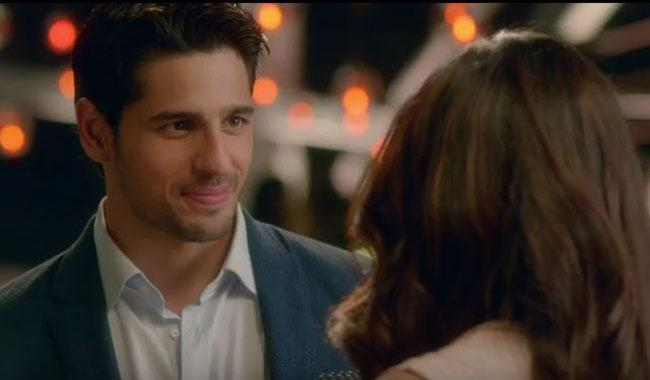 Romance at its best: Sidharth proposes to Priyanka in new ad