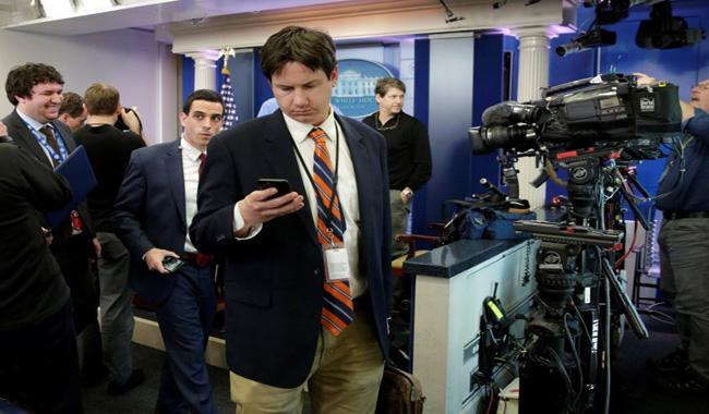 White House bars CNN, New York Times from briefing