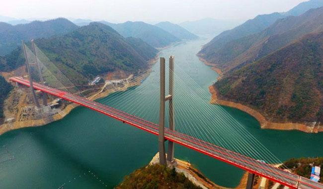 China's long bridge nearing completion