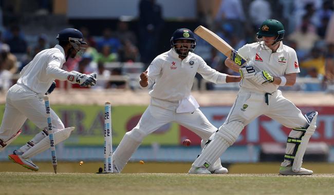 Australia lose Smith and Renshaw, India sense victory