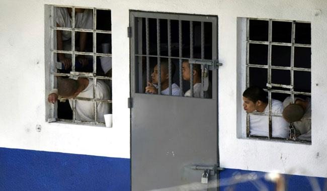 Gang prisoners kill guards, take hostages in Guatemala