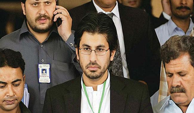 Son of Pakistan's former top judge accused of bypassing queue at airport