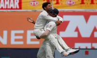 Kuldeep flips India´s fortunes after Smith ton