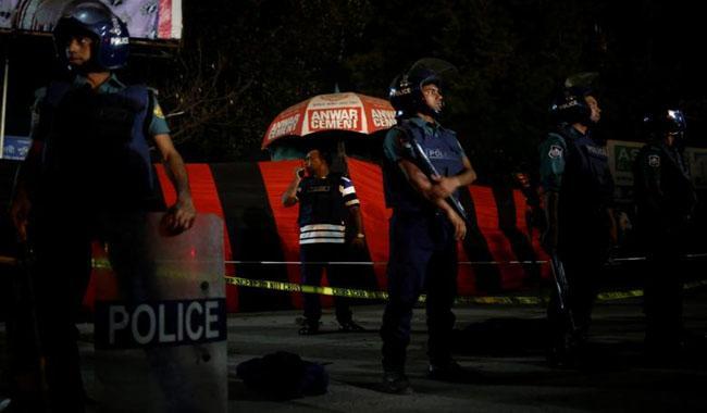 Blasts kill six as Bangladesh commandos storm militant hideout