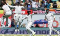 India set for win after Australian batting collapse