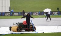 S. Africa take New Zealand series after being saved by rain
