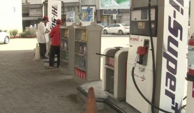Oil tankers end strike but fuel shortage continues in Karachi