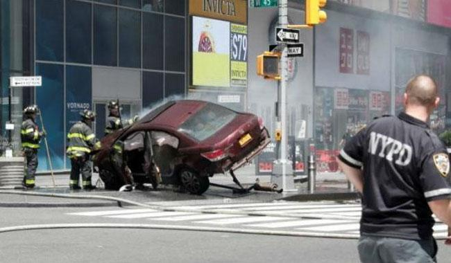 One dead as car hits crowd in Times Square: police