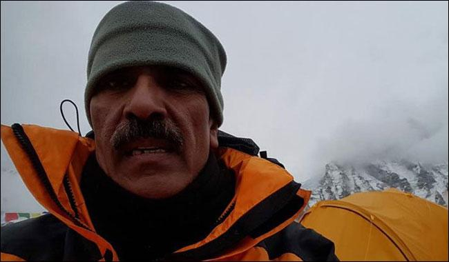 Col (retd) Abdul Jabbar becomes 4th Pakistani to scale Mount Everest