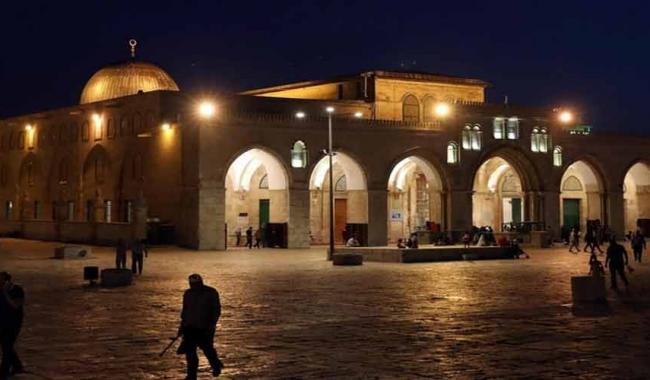 Masjid Al-Aqsa meets Ramazan with holy Quran and lights