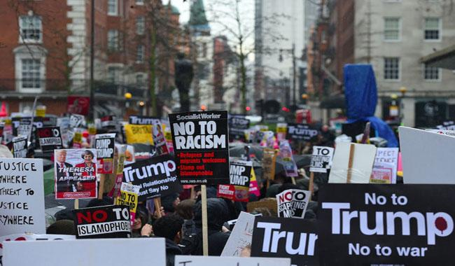 US court maintains block on Trump travel ban