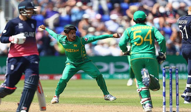 Champions Trophy: Waqar Younis lashes out at Eoin Morgan for pitch complaint