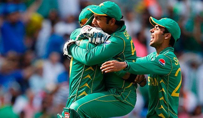 PM Nawaz announces Rs10mn for each player of cricket team