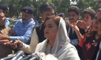 PTI's Uzma Kardar disrupts Marriyum Aurangzeb's presser