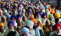 India stops hundreds of Sikh pilgrims from entering Pakistan