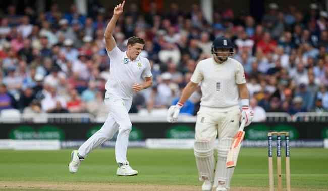 Root falls as England collapse in 2nd Test