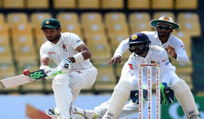 Raza, Moor lift Zimbabwe to 126-5 on day three