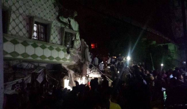 EXCLUSIVE: Three dead, several trapped as three-story residential building collapses in Liaqatabad