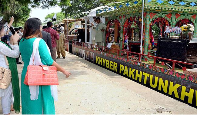 Azadi Train gets warm welcome in Peshawar