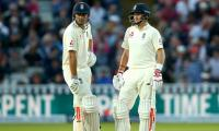 Cook hails ´phenomenal´ Root after day/night double century stand