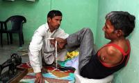 Man with no arms becomes tailor