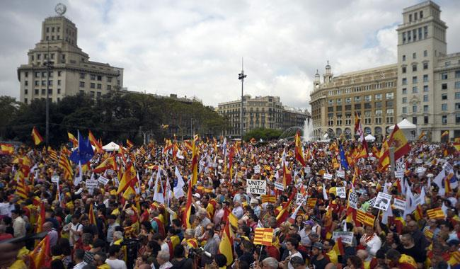 Sea of flags as Spain marks national day amid Catalan crisis