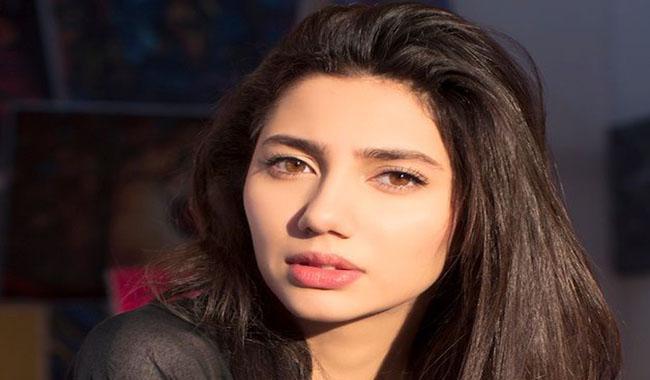 """It's my personal life"", Mahira slams critics on smoking controversy with Ranbir"