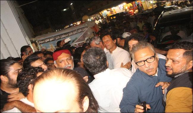 'Fearful' Zardari closed doors of Shahbaz Qalandar's shrine, says Imran