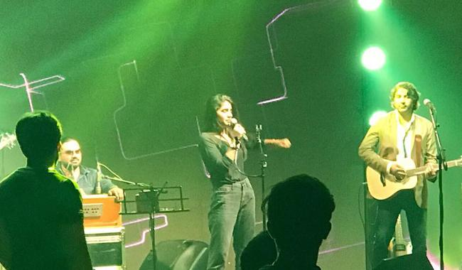 QB charms audience with her voice in Karachi concert