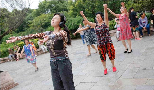 China tells ´aunties´ to dance away from cemeteries