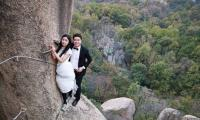 Daring Chinese couple holds wedding photo shoot on Chaya Mountain cliff face